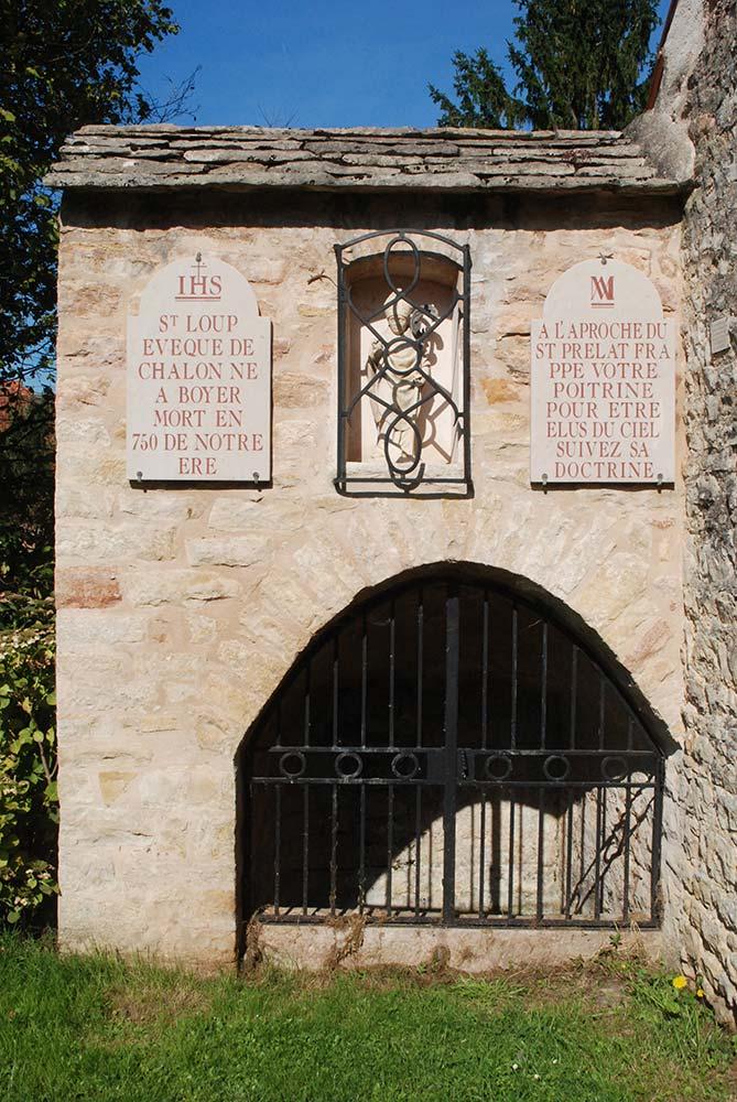 Fontaine eau miraculeuse  St-Loup